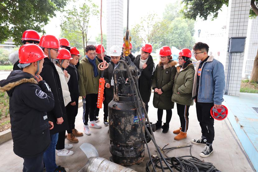 2019年1月9日 四川建院组织大学生到杰阳排水公司参观学习_副本